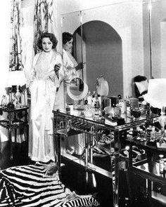 Love Your Place: Vintage Vanities & Old Hollywood Glamour - Marlene Dietrich Vintage Hollywood, Old Hollywood Vanity, Old Hollywood Decor, Hollywood Bedroom, Hollywood Homes, Old Hollywood Glamour, Hollywood Fashion, Vintage Glamour, Classic Hollywood