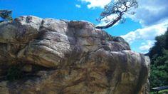 104トンの岩