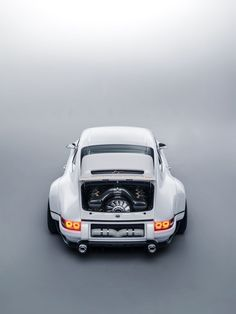 Singer and Williams Wildly Reimagined Porsche 911 is beyond the - Auto Design Ideen - Design de Carros e Motocicletas Porsche 356, Porsche Carrera, Carros Porsche, Porche 911, Porsche Autos, Porsche Cars, Porsche Classic, Classic Cars, Bugatti