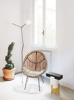 The Milan apartment of Nicolas Bellavance-Lecompte. In the entry, a Lindsey Adelman floor lamp beside a Franco Albini lounge chair and an Oeuffice marble stool. Chair Design, Furniture Design, Milan Apartment, Living Room Decor, Living Spaces, Living Rooms, Interior Architecture, Interior Design, Cozy Nook