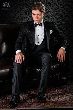 Esmoquin jacquard negro mixto seda con solapa punta de raso combinado con pantalón negro. Esmoquin 1868 Colección Black Tie Ottavio Nuccio Gala.