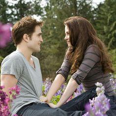 Edward Cullen and Bella Swan Saga Twilight, Twilight Quotes, Twilight Breaking Dawn, Twilight Cast, Twilight New Moon, Twilight Pictures, Twilight Movie, Bella Y Edward, Twilight Bella And Edward