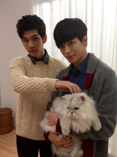 Hyuk & Hong Bin with a veryyyy grumpy looking cat. What is not to love in this photo?!