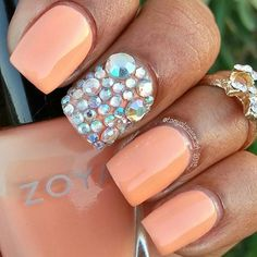 nails.quenalbertini: Peach w/Rhine- stones Accent Nail by Tonyalaniece _art on Instagram | Stay Glam