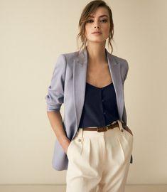 48 Gorgeous Blazer Outfits Ideas For Women Office Fashion, Work Fashion, Fashion Outfits, Dandy Look, Professional Headshots Women, Look Office, Image Fashion, Business Portrait, Corporate Portrait