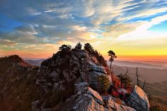 Sunrise at the Chimneys. Linville Gorge NC [OC] [4032x2688]   landscape Nature Photos