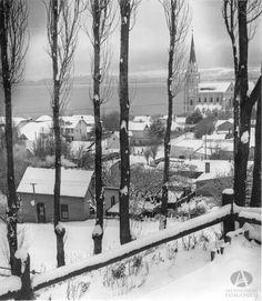Catedral de Bariloche desde actual Paseo de las Colectividades, Ca. 1950 (Colección CEB en Archivo Visual Patagónico)