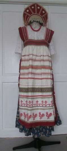 I am going to wear this Russian outfit to my dearest friend's party. Preying for the sunny day!!!