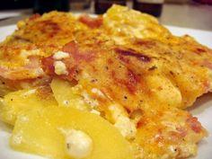 Μια συνταγή για ένα πεντανόστιμο και εύκολο πιάτο. Υπέροχες Πατάτες 'Ογκρατέν'με ζαμπόν, μπέικον και ανάμεικτα τυριά, που μπορείτε να το απολαύσετε ως κυρ