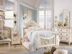 Decorating ideas for shabby chic bedroom - single bed vintage look for a little girl