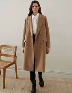 Tan Oversized Double Breasted Coat with side pockets and padded shoulders Brown Trench Coat, Trench Coat Outfit, Trench Coats, Oversized Coat, Double Breasted Coat, Autumn Winter Fashion, Winter Outfits, Casual Outfits, Studio