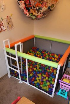 See how to make this easy DIY PVC pipe ball pit, that's easy to make, tons of fun for kids of all ages, and doesn't break the bank! Pvc Pipe Projects, Diy Projects, Pvc Pipe Crafts, Diy Crafts, Decor Crafts, Project Ideas, Toy Rooms, Baby Play, Baby Toys