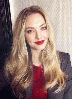 10 Things You Didn't Know about Amanda Seyfried – Celebrities Female Amanda Seyfried Hair, Amanda Seyfried Photos, Amanda Seifried, Jenifer Lawrence, Hollywood Wedding, Hollywood Star, Woman Crush, Hair Inspo, American Actress