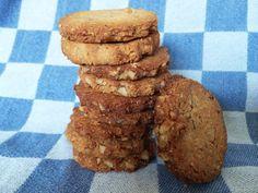 Onlangs proefde ik koekjes bij mijn ouders thuis die naar meer smaakten… ik vroeg mijn moeder om het recept en ze vertelde me dat ik het kon vinden op de website van Jacoline. De notenkoekjes zijn ...