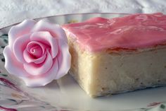 Custard slices (Afrikaans & a very traditional treat in South Africa, are made by sandwiching thick custard between two layers of crispy crust, and adding a thin layer of icing to glaze the top. Custard Slice, Custard Filling, Cream Crackers, Icing Ingredients, Puff Pastry Sheets, Pink Foods, Oven Dishes, South African Recipes, Homemade Vanilla
