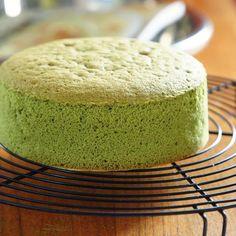 * 抹茶のスポンジケーキ ・ デコ型で焼くスポンジケーキは、 いつもは共立て法なんですが、 これは卵を卵白と卵黄に分ける別立てで焼きました。 なんかいい感じです。 ふわふわです ・ ・ #こんな夜中に#抹茶スポンジケーキ#とっておきレシピ#私のおいしい写真#コッタ#tablesクリエイター#ふわふわ#うきうきスプリング #foodgram#foodie#foodlover#foodphoto#foodporn#iGersjp#instafood#lin_stagrammer#tv_stilllife#tv_foodlovers#matcha#yummy .