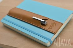 skors Stiftehalter ALJAVA für DIN A5 Notizbuch, Kalender u. Adressbuch in tabak-braun aus Leder: Amazon.de: Bürobedarf & Schreibwaren