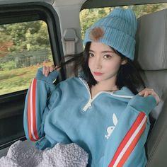 Korean Girl Fashion, Teen Fashion, Fashion Outfits, Korean Short Hair, Bts Girl, Ulzzang Korean Girl, Stylish Girl, Japanese Girl, Cute Girls