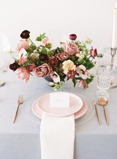 The Most Effortlessly Beautiful Spring Wedding Inspiration / pink plates / gold rose gold cutlery Wedding Table Centerpieces, Wedding Flower Arrangements, Wedding Table Settings, Wedding Reception Decorations, Floral Centerpieces, Floral Arrangements, Wedding Bouquets, Wedding Tables, Centrepieces