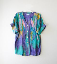 .vintage top.. cute- love the colours of this shirt!