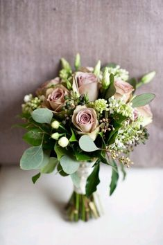 Lots of greens and a dusty looking purple. I think I actually like this for the bridesmaids, maybe incorporate more roses for my arrangement...