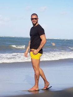 male in flip flops and barefoot photography Mens Leotard, Bare Men, Hunks Men, Preppy Men, Barefoot Men, Mens Flip Flops, Men Beach, Male Feet, Beauty
