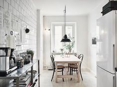 Bright kitchen with metal and wood materials - Scandinavian design