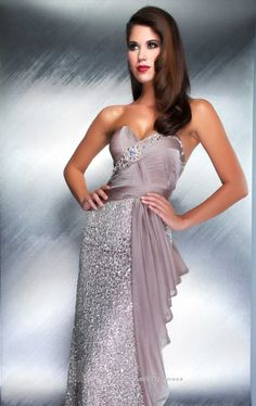 Mac Duggal designer dresses have turned heads for 25 years. Discover why his prom dresses, pageant wear and couture dresses are so desirable. Space Fashion, Fashion Design, Fashion Trends, Oscar Dresses, Dresses 2014, Club Dresses, Pageant Wear, Formal Gowns, Formal Wear
