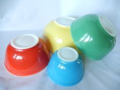Pyrex nesting bowls primary colors complete by pennsvintage