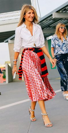 Sarah rutson com saia midi skirt fashion, fashion outfits, womens fashion, cool outfits Outfits Spring, Casual Fall Outfits, Cool Outfits, Work Fashion, Daily Fashion, Fashion Outfits, Fashion Trends, Skirt Fashion, Fashion Fashion