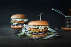 Quinoa-Burger Quinoa Burgers, Salmon Burgers, Mayonnaise, Vegan Recipes Easy, Vegetarian Recipes, Street Food, Hamburger, Good Food, Veggies
