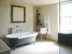 Love the dark clawfoot tub