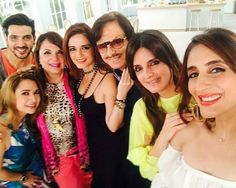 #WOW: Have a look at this awesome selfie of the entire Khan family #SanjayKhan and #ZarineKhan with their children!  #ZayedKhan #SussanneKhan #celebrity #bollywood #bollywoodactress #bollywoodactor #actor #actress #photooftheday #picoftheday #instapic #instalike #like4like #instadaily #filmywave