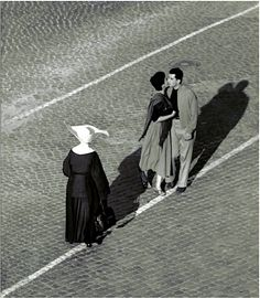 """Herbert List :: View from a Window, Via della Lungarina 65, Trastevere, Rome, 1953 / more [+] by this photographer """"Part of a series of images taken while List had injured his foot in the summer of 1953 and could not walk in the streets. All images... Modern Photography, Street Photography, Fashion Photography, Herbert List, Mary Lee, Green And Grey, Black And White, Famous Pictures, Working People"""