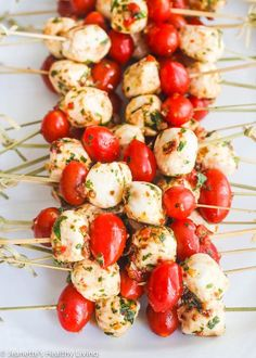Marinated Mozzarella Balls - always a party favorite - super easy and delicious with sun dried tomatoes, roasted red peppers, basil and parsley Summer Party Appetizers, Skewer Appetizers, Appetisers, Appetizer Recipes, Snack Recipes, Cooking Recipes, Christmas Appetizers, Marinated Mozzarella Balls Recipe, Marinated Cheese