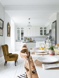 Fresh wohnideen k che aspirator pflanzen teppich boden aus holz lampen bilder wanddeko Cuisine Pinterest Dekoration