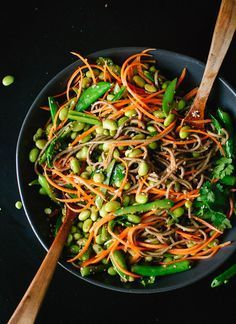 Sugar Snap Pea and Carrot Soba Noodles - Cookie and Kate - This VIBRANT soba noodle recipe full of fresh springtime produce. Feel free to trade in other seasonal vegetables for the sugar snap peas! Easily made vegan. Source by michelinelanthi Vegan Dinner Recipes, Veggie Recipes, Asian Recipes, Whole Food Recipes, Vegetarian Recipes, Cooking Recipes, Healthy Recipes, Delicious Recipes, Cooking Videos