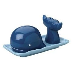 blue whale salt and pepper shakers Tumblers, Salt N Peppa, Pillos, Salt And Pepper Set, Blue Whale, Salt Pepper Shakers, Cool Gadgets, A Table, Dining Table