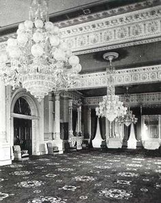East Room, Ulysses S. Victorian House Interiors, Victorian Manor, Vintage Interiors, White House Usa, White House Interior, Grey And Gold Wallpaper, Old Mansions, Gothic House, Types Of Houses