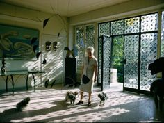 Peggy Guggenheim at Palazzo Venier dei Leoni, Venice Peggy Guggenheim, Max Ernst, James Mcneill Whistler, Arte Online, Alexander Calder, Photographs Of People, Vintage Interiors, Tribal Art, Venice Italy