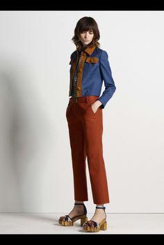 Guarda la sfilata di moda Tory Burch a New York e scopri la collezione di abiti e accessori per la stagione Pre-Collezioni Autunno-Inverno 2017-18.