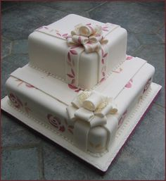Stencilled Roses Cake