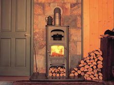 Clearview Pioneer Oven – A version of the original Pioneer stove, but with a bui… – Freestanding fireplace wood burning Wood, Stove, Stove Oven, Wood Burning Fireplace Inserts, Wood Fuel, Fireplace, Wood Burning Stove, Clearview Stoves, Wood Stove Surround