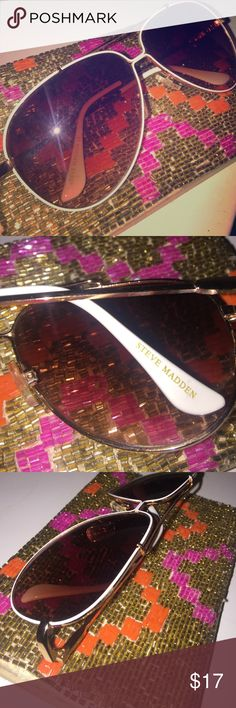 ⭐️STEVE MADDEN SUNGLASSES⭐️ Steve Madden aviators with gold and white trimming. Used only a few times. Steve Madden Accessories Sunglasses