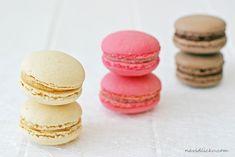 Macarons with Salted Caramel, Rapsberry Cream and Chocolate Ganache / Makronky se slaným karamelem, malinové a čokoládové | Na vidličku food blog