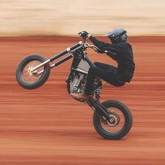 moto que quiero Scrambler Motorcycle, Moto Bike, Motorcycle Style, Cafe Racer Moto, Cafe Racer Bikes, Motard Bikes, Custom Bikes, Custom Motorcycles, Minibike