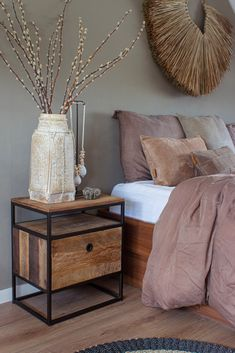 Color is key when decorating a bedroom. All the items in this room are in the same tone and the Tuareg nightstand also brings this room together beautifully. Taupe Bedroom, Warm Bedroom, Bedroom Inspo, Home Decor Bedroom, Diy Room Decor, Bedroom Color Schemes, Bedroom Colors, Japanese Home Decor, My New Room