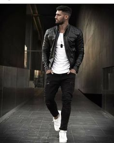 Leather jackets have gained iconic status. Today, the leather jacket is … Trendy Mens Fashion, Stylish Mens Outfits, Suit Fashion, Fashion Outfits, Jackets Fashion, Men's Casual Outfits, Cool Outfits For Men, Fashion Weeks, Fasion