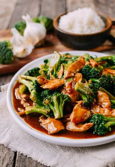 Chicken and Broccoli with Brown Sauce Chicken and Broccoli is a popular Chinese takeout dish. This chicken and broccoli recipe is the authentic restaurant version with a delicious brown sauce. Chinese Brown Sauce, Chinese Stir Fry, Chinese Meals, Authentic Chinese Recipes, Easy Chinese Recipes, Chinese Desserts, Chicken And Broccoli Chinese, Chinese Broccoli Recipe, Asian Broccoli