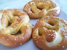 Covrigi Romanian Food, Romanian Recipes, Onion Rings, Bagel, Scones, Bread Recipes, Eat, Cooking, Ethnic Recipes